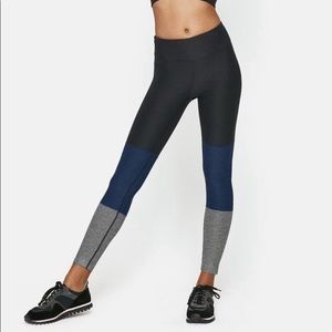 Outdoor Voices || Gradient Legging Charcoal Navy L